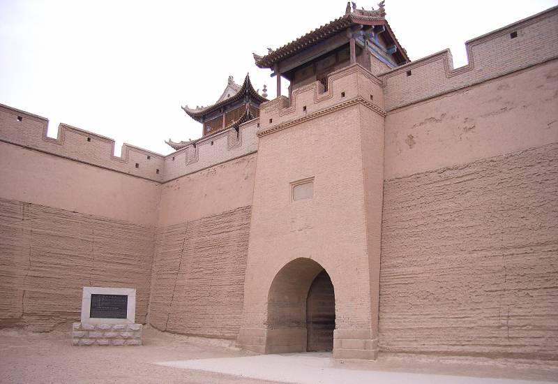 中国、万里の長城のうち、嘉峪関あたりの版築